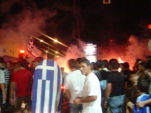 La festa per la vittoria dei tifosi greci - via Wikipedia