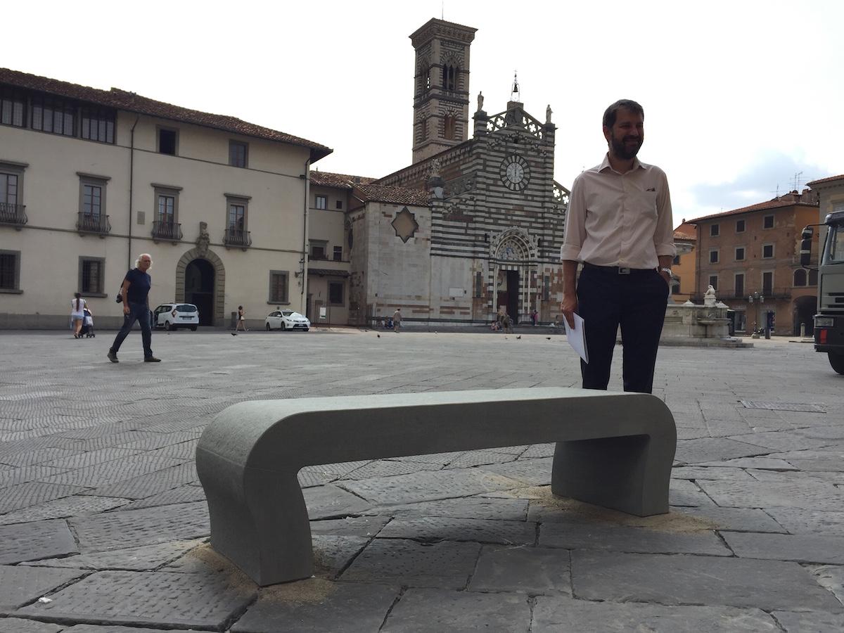 Prato arrivano le panchine anche in piazza duomo pratosfera for Piazza duomo prato