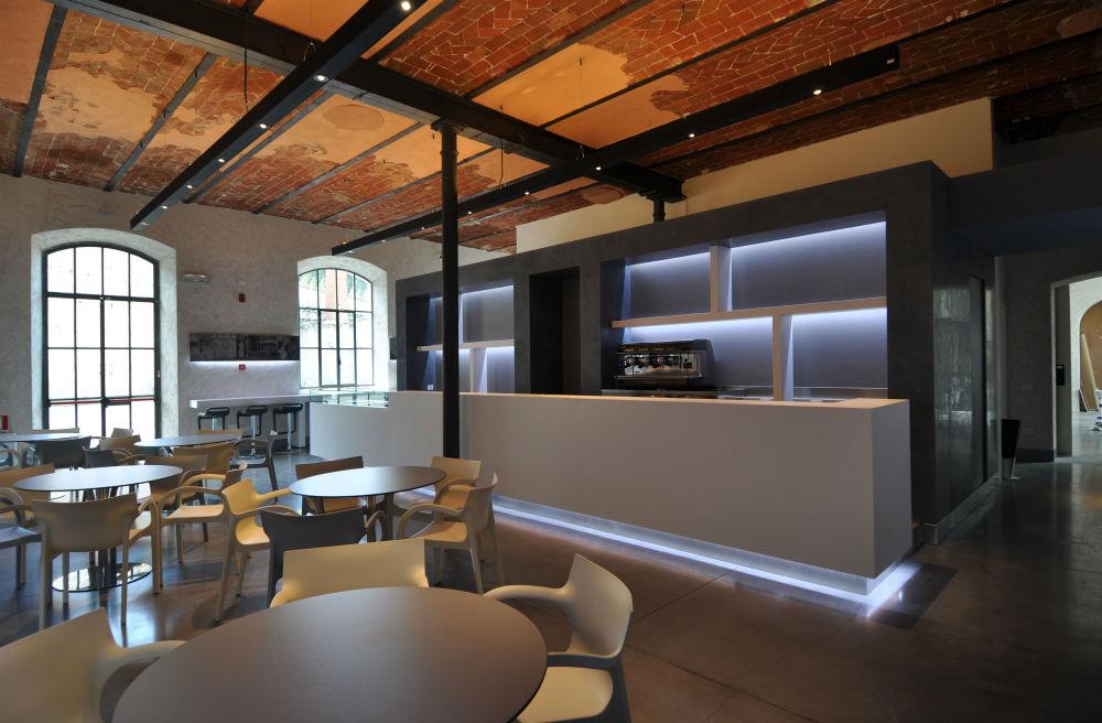 Prato il bar della lazzerini riapre con cibino pratosfera for Arredo bar nuoro prato sardo